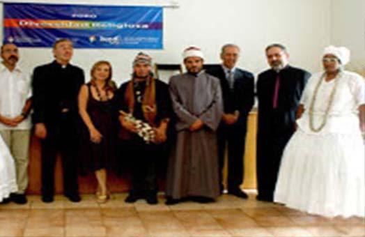 Mari José Lubertino junto a representantes de diferentes religiones