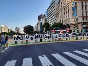 Personas marchando a favor de un Plan Urbano Ambiental desde y para la ciudadanía y por el Bien Común en Ciudad de Buenos Aires.