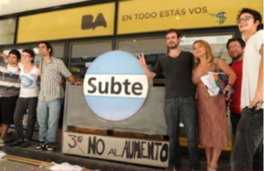 Maria Jose Lubertino en manifestación en contra del aumento del boleto del subte